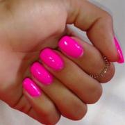 Розовый неоновый маникюр