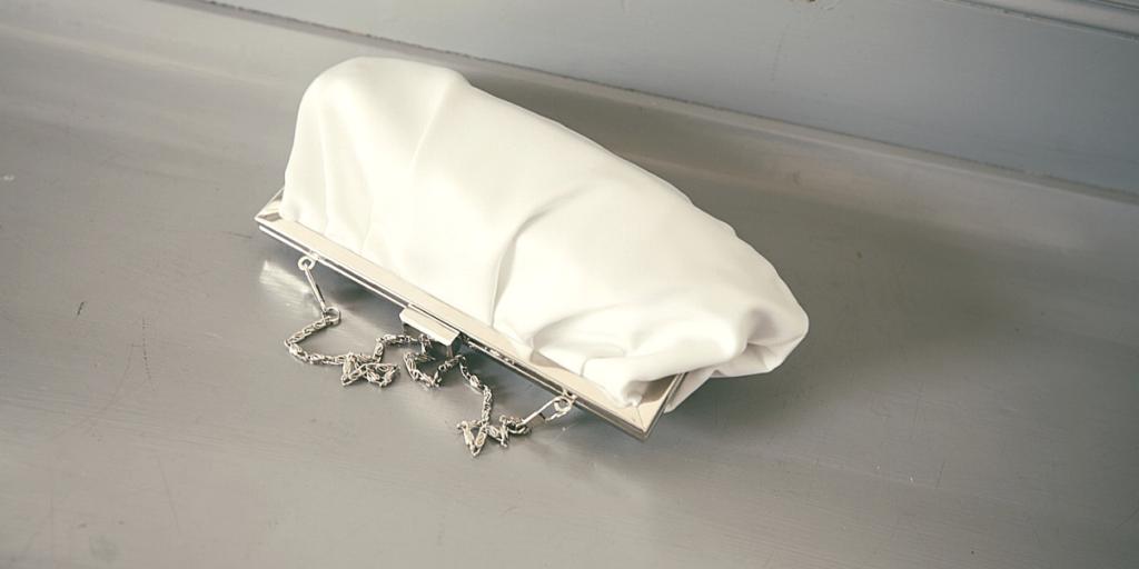 Модная сумочка 2019 на цепочке с перламутровым эффектом