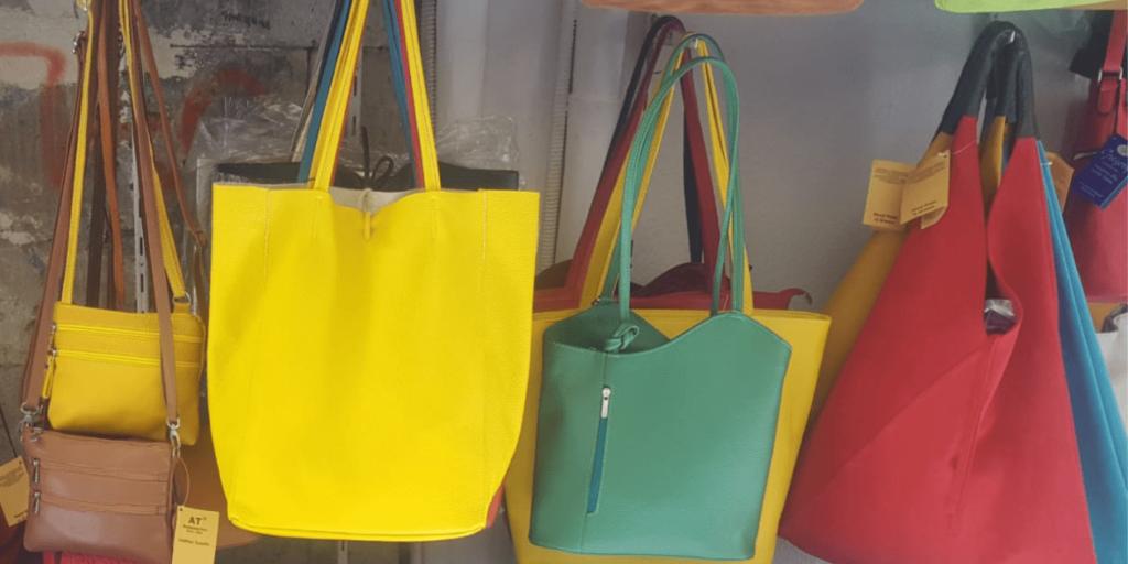 Модные сумки-хобо ярких расцветок