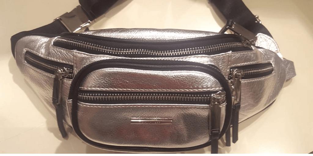 Модная поясная сумка серебристой кожи