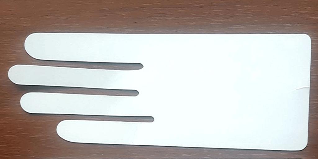 Вкладыш из картона для сохранения формы перчаток