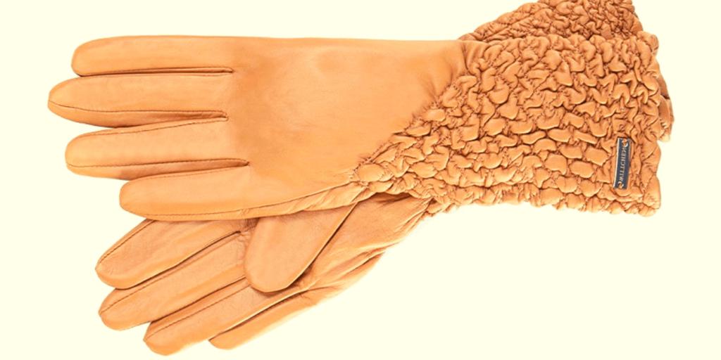 Кожаные перчатки сезона осень-зима 2019-2020 модного бежевого цвета
