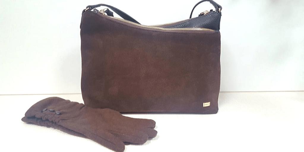 Замшевые перчатки и сумка для создания модного лука