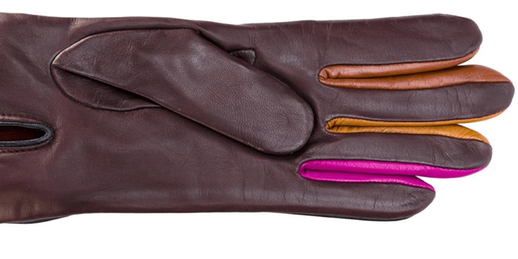 Модные женские перчатки из кожи с декоративной цветной отделкой в тренде сезона зима 2020