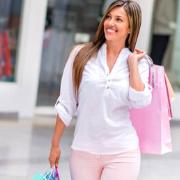 Сочетание белого и розового цветов в одежде